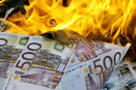 finanzkrise-2008-brennendes-geld